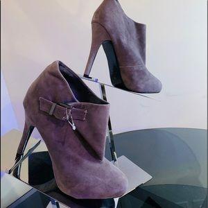 💰💰SALE 💰💰Colin Stuart BN Gray suede boots 7.5